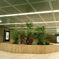 paris trainstation garden